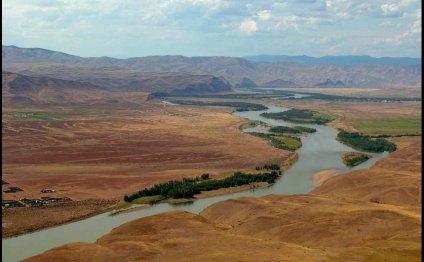 Из водохранилища река попадает